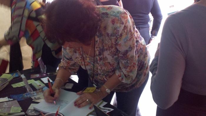 """Shely Llanes Bresó, co-autora de """"Pas de Deux. Relatos y Poemas en escena"""""""