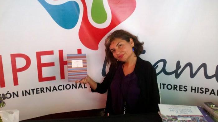 La poeta ecuatoriana Ana C Blum, presentando su libro en el Miami Book Fair International 2012