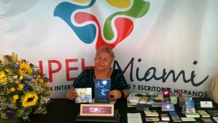 """La Cantautora y poeta Ana Sofía Ruiz, autora del poemario """"Sentir del Alma"""""""