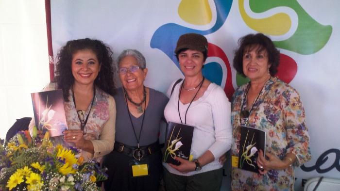 Las cuatro autoras de Pas de Deux. Relatos y Poemas en escena: Pilar Vélez, Yiya Ortuño, Lizette Espinosa y Shely Llanes Bresó, presentando el libro durante el Miami Book Fair International 2012.