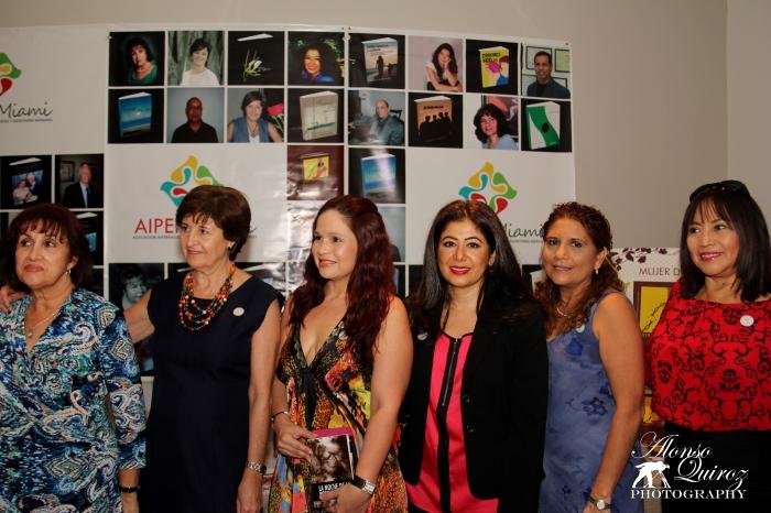 Autores Hispanos presentando sus libros en la Ceremonia de Apertura