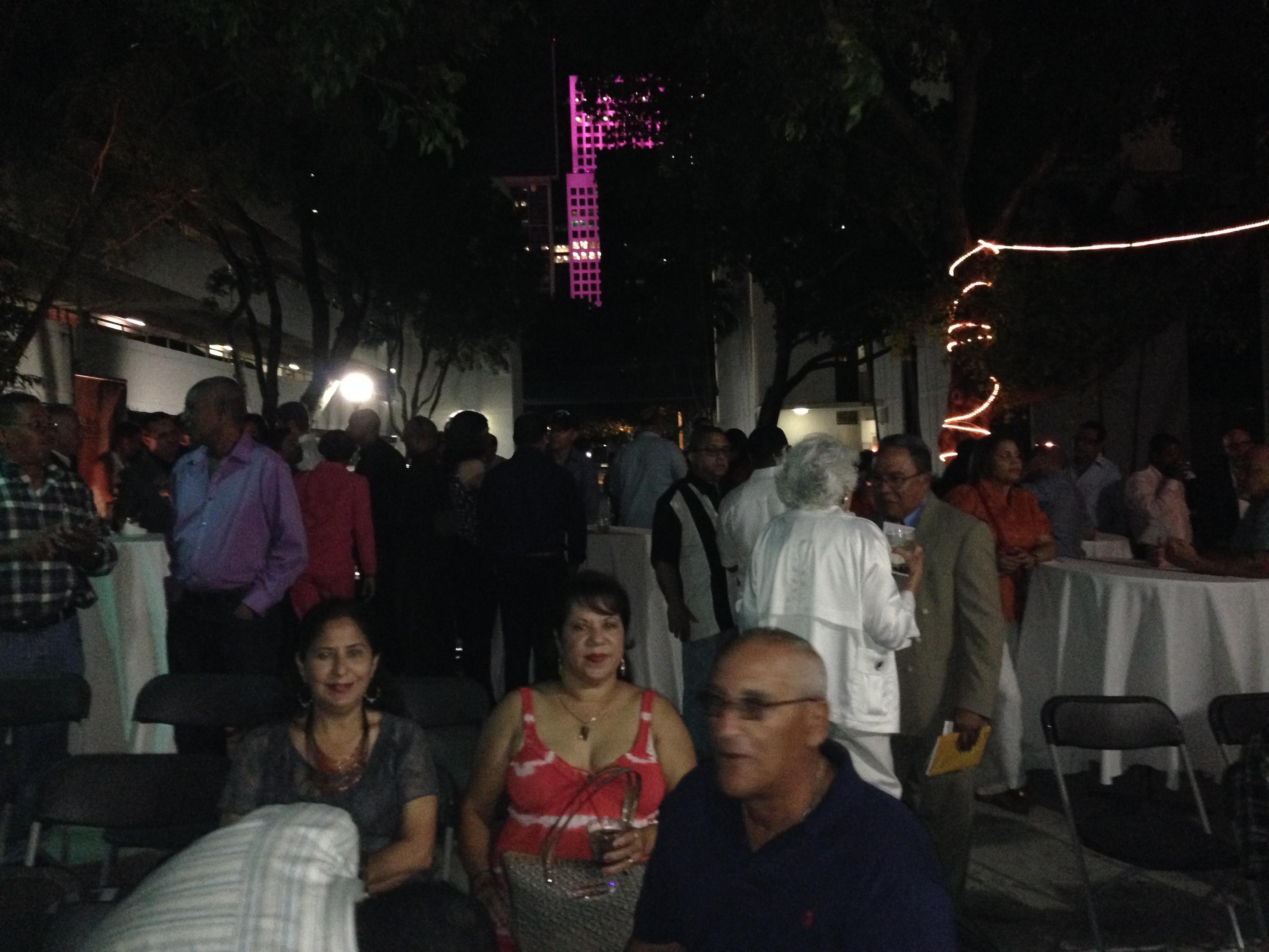 ACTO ORGANIZADO POR GLENDA GALAN, DE DOMINICANA EN MIAMI, EN EL CONSULADO DOMINICANO.