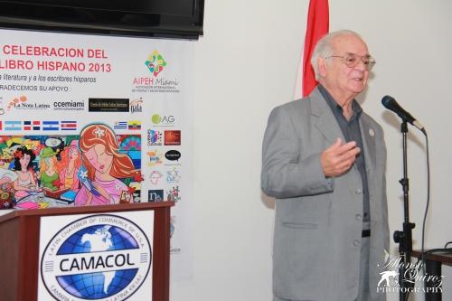Dr. Orlando Alarcón, pianista y escritor colombiano.