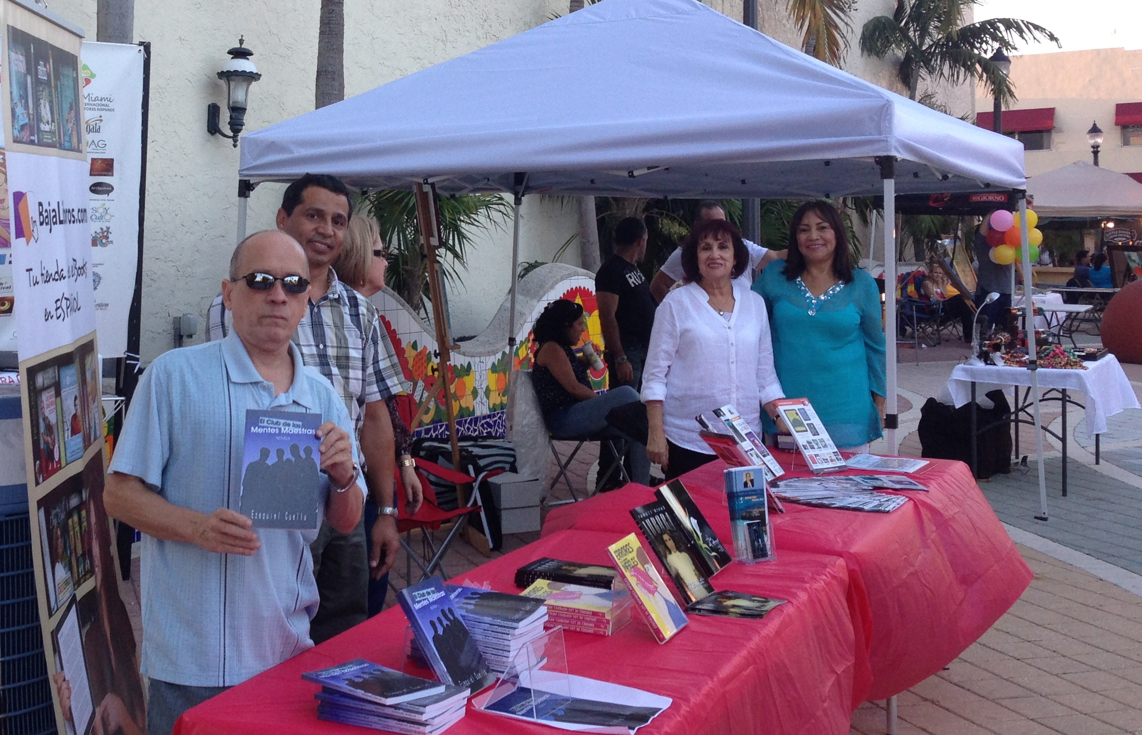 Escritores hispanos en los Viernes Culturales de la Calle 8