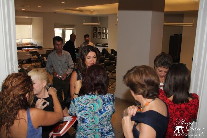 Entrega de broches de AIPEH Miami con motivo del II Aniversario de AIPEH Miami