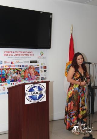 La poeta Yenilen Mola. (Cuba)