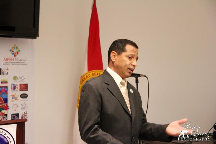 Presentación del escritor Carlos O. Colón (Puerto Rico)