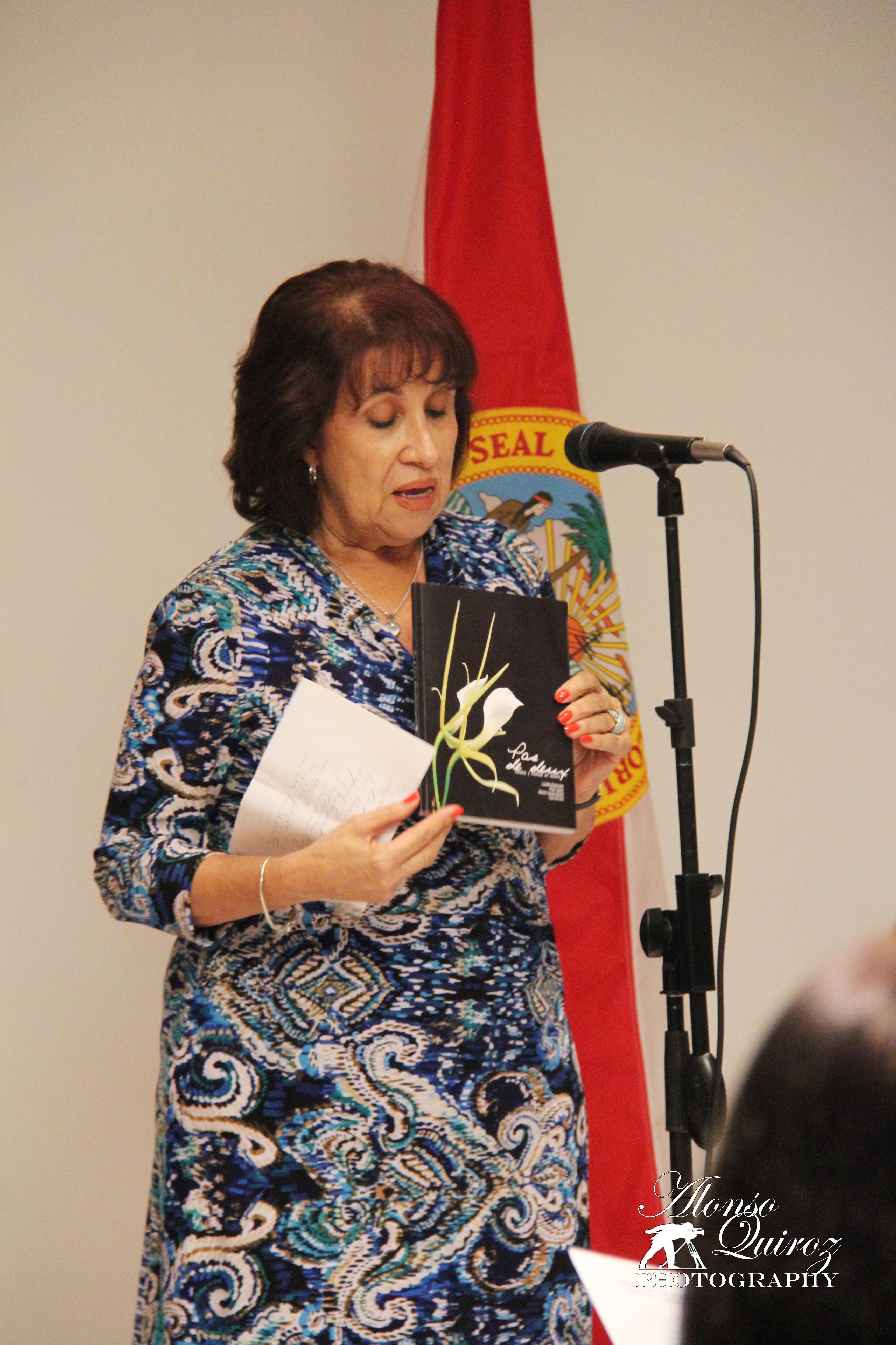 Shely Llanes, co-autora de Pas de Deux, Relatos y Poemas en escena. (Cuba)